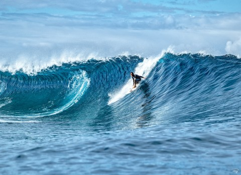 Photo Surfing in Tahiti par Philip Plisson