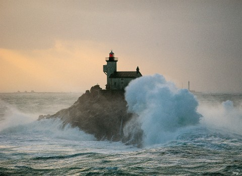 Photo The Tévennec lighthouse at the tip of Finistère, Brittany par Philip Plisson