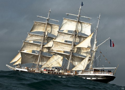 Photo Belem, three-masted French barque par Philip Plisson