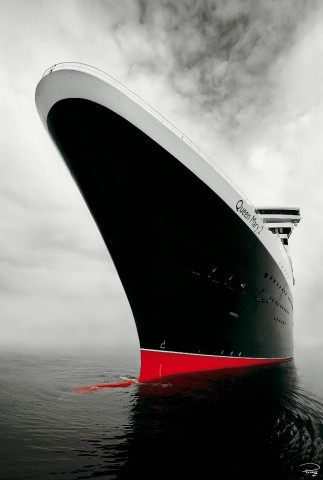 Photo The Queen Mary 2 liner's bow par Philip Plisson