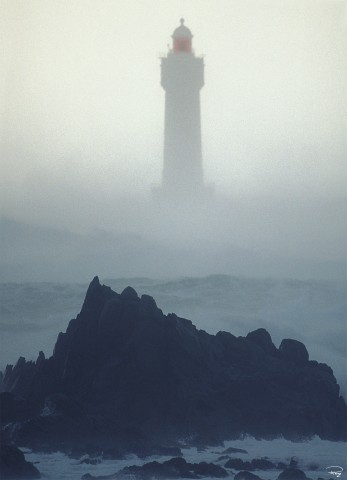 Photo Fog on the Jument lighthouse, Ouessant island , Finistère par Philip Plisson