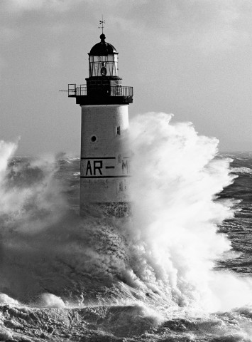 Photo Le phare d'Ar-Men en noir & blanc par Guillaume Plisson