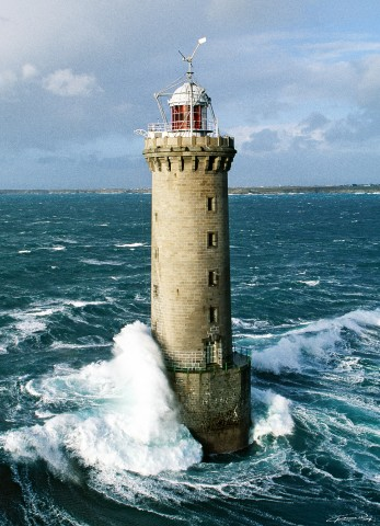 Photo Kéréon lighthouse between Molène and Ouessant islands, Brittany par Guillaume Plisson
