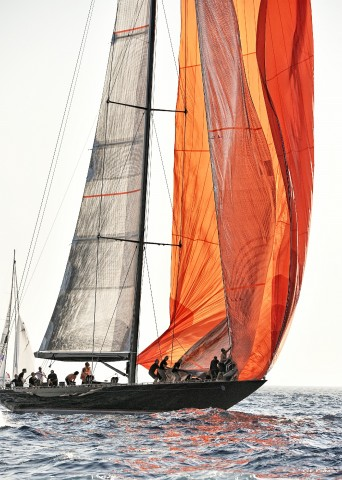 Photo Orange Spinnaker at the Voiles de Saint-Tropez par Georges-Félix Cohen