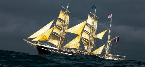 Photo The three-masted ship Belem in the Swell par Philip Plisson