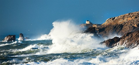 Photo Gust of wind on the Pointe du Percho, Morbihan par Philip Plisson