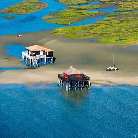 Photo The tchanquées cabins in the birds island, Arcachon Bay par Philip Plisson