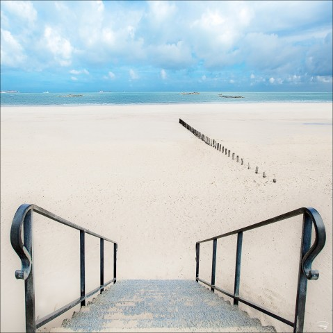 Photo Sur la plage, Saint-Malo, Ille-et-Vilaine par Philip Plisson