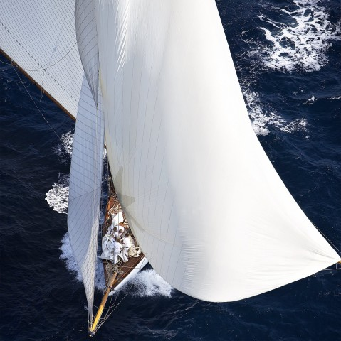 Photo Traditional sailboat under spinnaker par Guillaume Plisson