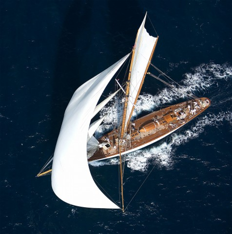 Photo Classic yacht seen from the sky par Guillaume Plisson