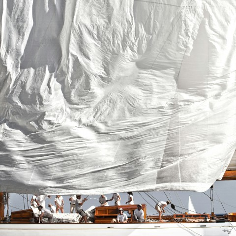 Photo Maneuver on board a classic sailboat par Philip Plisson