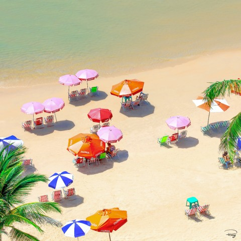 Photo Plage et parasols, Cap-Vert par Philip Plisson