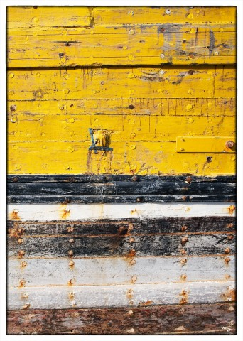 Photo Coque de bateau jaune par Philip Plisson