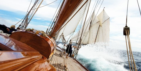 Photo Aboard Mariquita, classic yacht par Philip Plisson