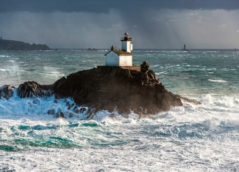 Photo Gale on the Tévennec lighthouse, Brittany par Philip Plisson