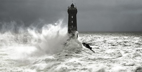 Photo Le phare de la Vieille, mer d'Iroise par Philip Plisson