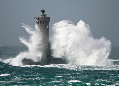 Photo Storm on the Four lighthouse, Finistère, Brittany par Guillaume Plisson