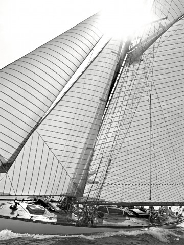 Photo Classic Yacht in black and white par Philip Plisson