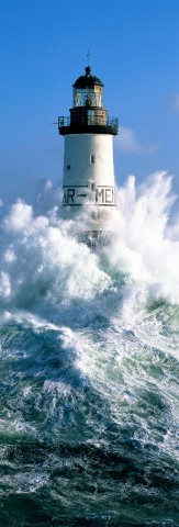 Photo The Ar Men lighthouse under the waves par Guillaume Plisson
