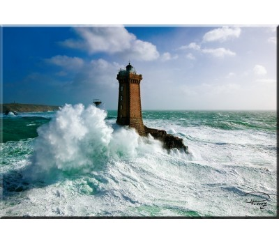 Photo Magnet, the lighthouse of La Vieille, Brittany par Philip Plisson