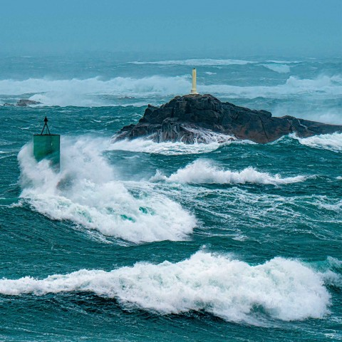 Photo Ciara storm, channel buoy in front of Portsall par Philip Plisson